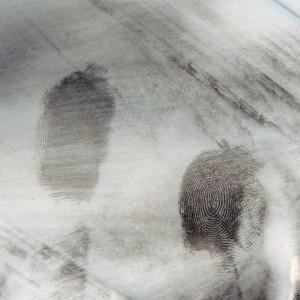 Exemple d'empreintes relevées à l'aide de poudre noire